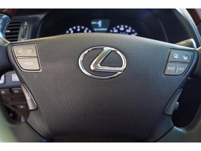 2009 Black Lexus LS 460 L (JTHGL46F695) with an 4.6 8 Cylinder Fuel Injected engine, 8-Speed transmission, located at 18845 State Highway 6 South, College Station, TX, 77845, (979) 690-5300, 30.524399, -96.217979 - Photo #9