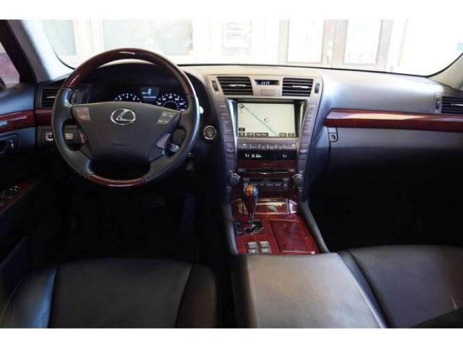 2009 Black Lexus LS 460 L (JTHGL46F695) with an 4.6 8 Cylinder Fuel Injected engine, 8-Speed transmission, located at 18845 State Highway 6 South, College Station, TX, 77845, (979) 690-5300, 30.524399, -96.217979 - Photo #2